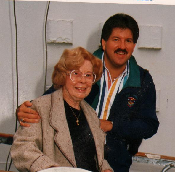 Cặp tình nhân lệch nhau 40 tuổi thường xuyên cùng đi du lịch khắp thế giới bằng tiền của bà goá triệu phú. Ảnh: insearchoftruthandbeauty
