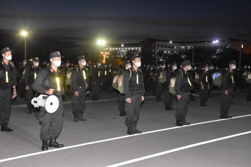 250 cảnh sát cơ động tăng cường Binh Dương, tối 21/8.