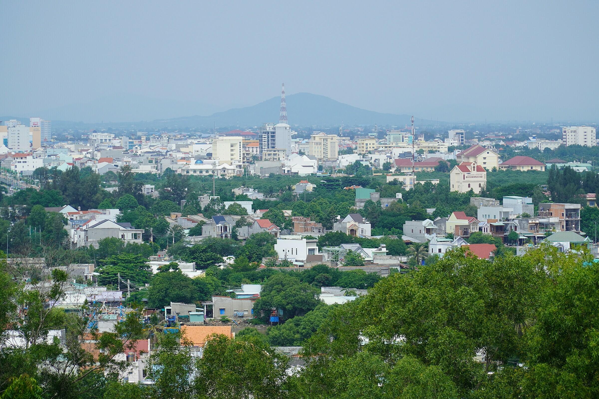 Toàn cảnh Phan Thiết nhìn từ đồi Bà Nài, phường Phú Hài. Ảnh: Việt Quốc