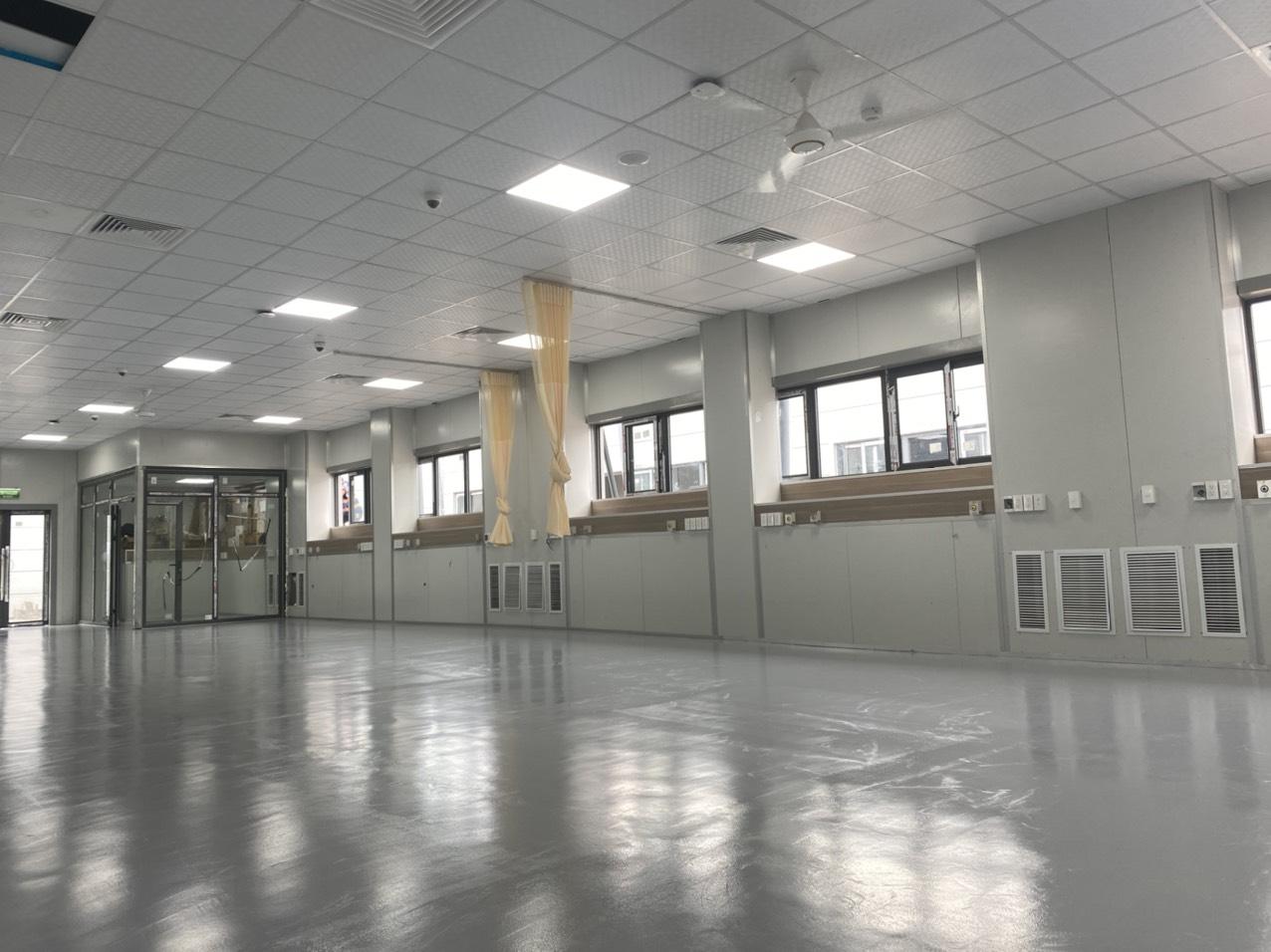 Một khu vực tại bệnh viện dã chiến Hoàng Mai đã lắp đặt xong hê thống điều hòa, ảnh chụp ngày 22/8. Ảnh: Văn Cường