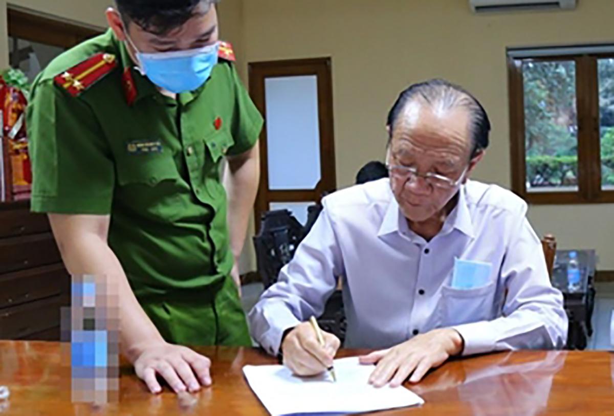 Bị can Nguyễn Văn Minh (phải). Ảnh: Bộ Công an.