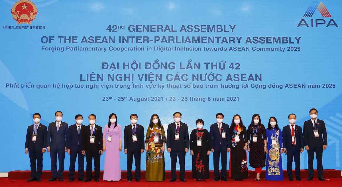 15 thành viên Đoàn đại biểu cấp cao Quốc hội Việt Nam tham dự Đại hội đồng liên Nghị viện các nước ASEAN lần thứ 42. Ảnh: Hoàng Phong