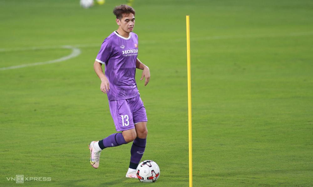 Văn Kiên tập cùng tuyển nhưng bị loại trước khi đội đi UAE đá ba trận cuối vòng loại thứ hai World Cup 2022 hồi tháng Sáu. Ảnh: Lâm Thoả