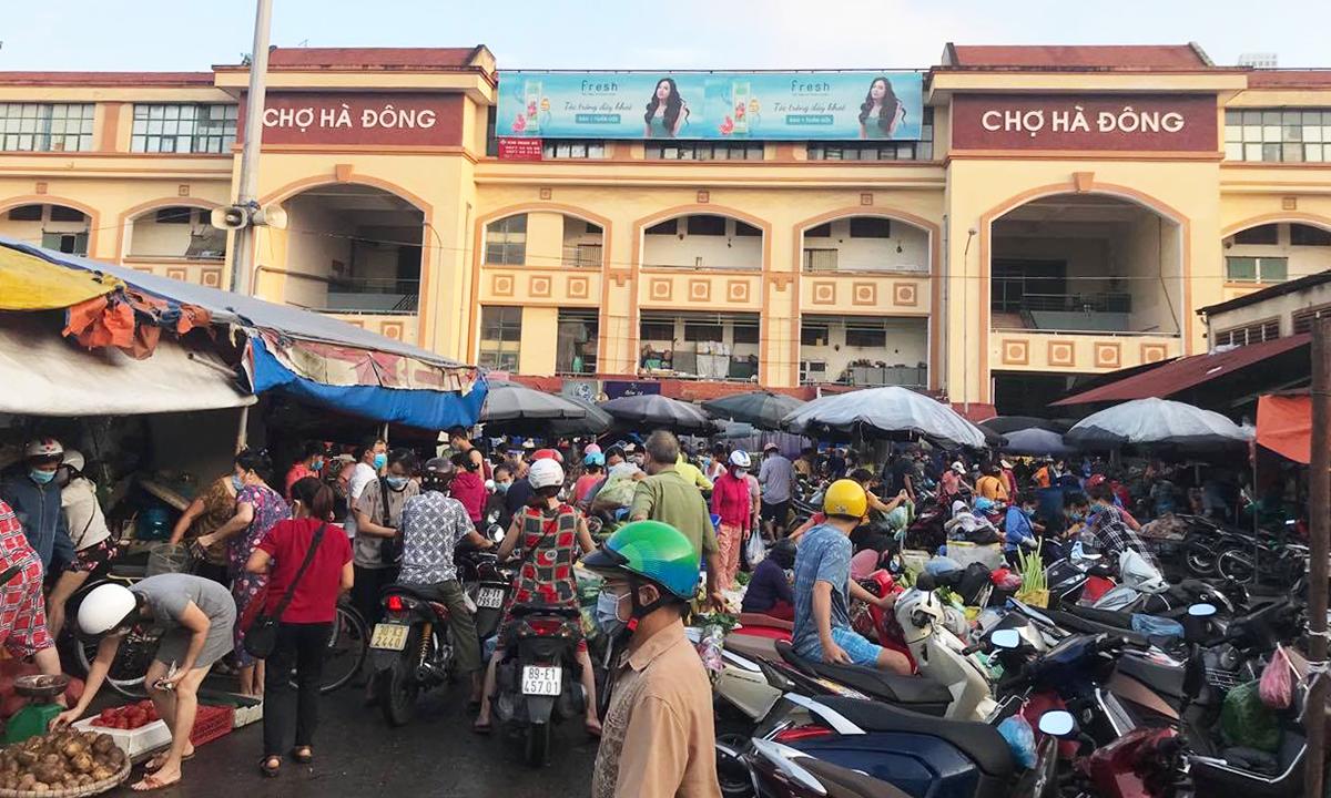 Chợ Hà Đông ngày 24/7. Ảnh: Anh Minh.