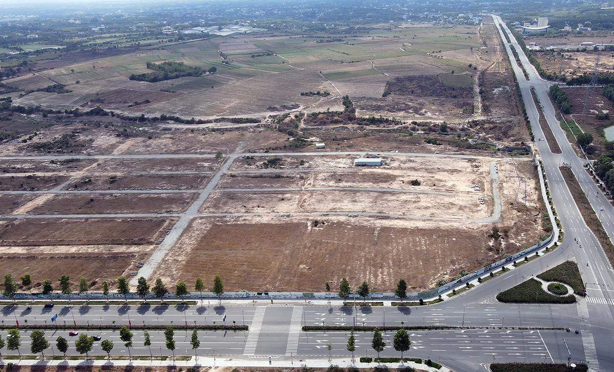 Khu đất 43 ha xảy ra sai phạm gây thất thoát ngân sách có hai mặt tiền đường, được xem là đất vàng ở Bình Dương. Ảnh: Phước Tuấn