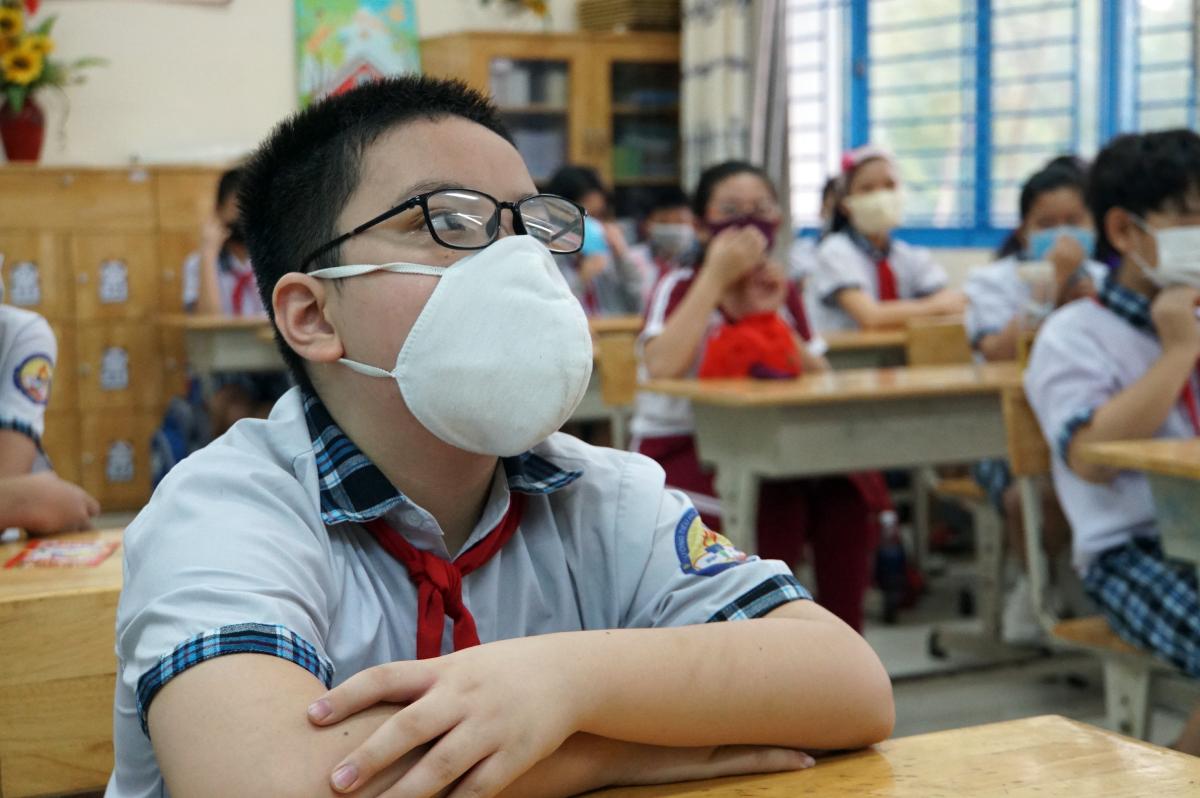 Học sinh trường Tiểu học Lê Đức Thọ, quận Gò Vấp trong một buổi học hồi tháng 4. Ảnh: Mạnh Tùng