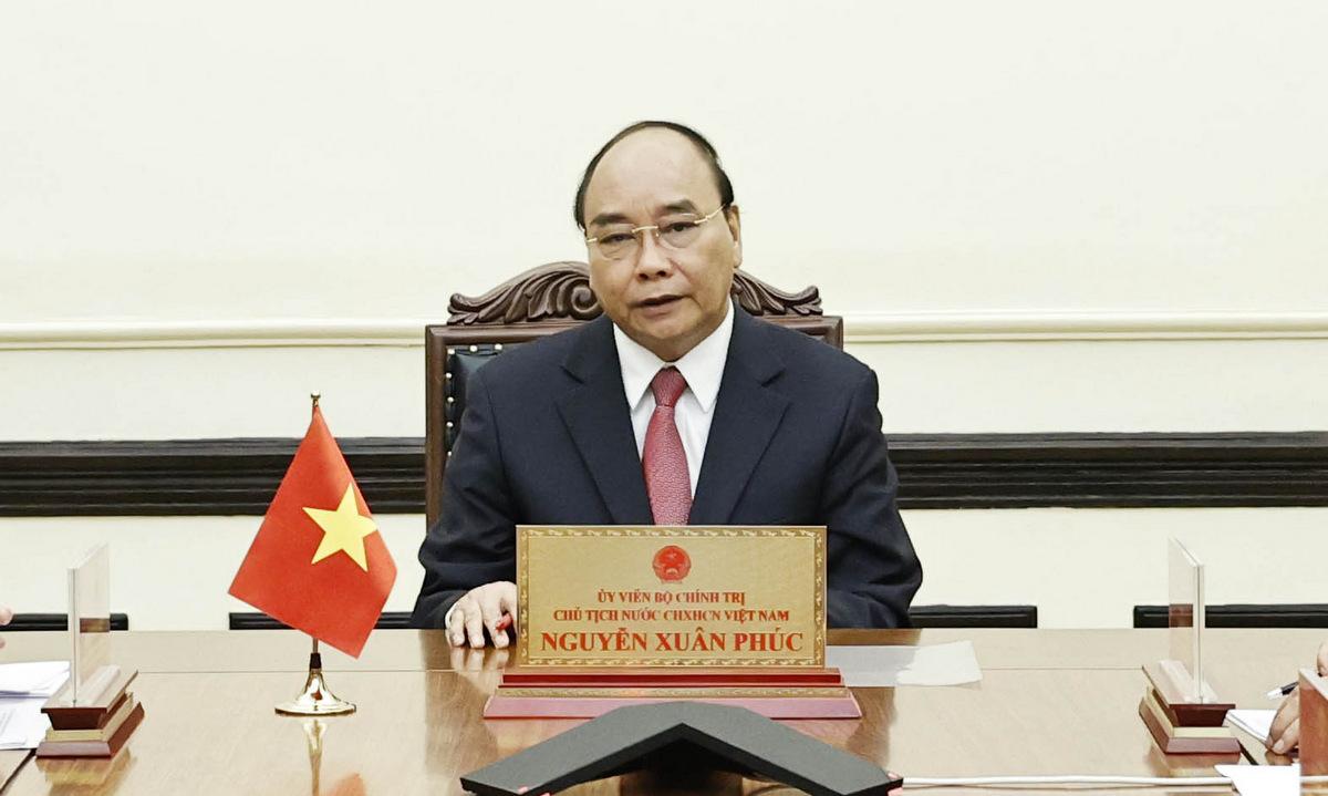 Chủ tịch nước Nguyễn Xuân Phúc trong cuộc điện đàm tối 23/8. Ảnh: BNG.