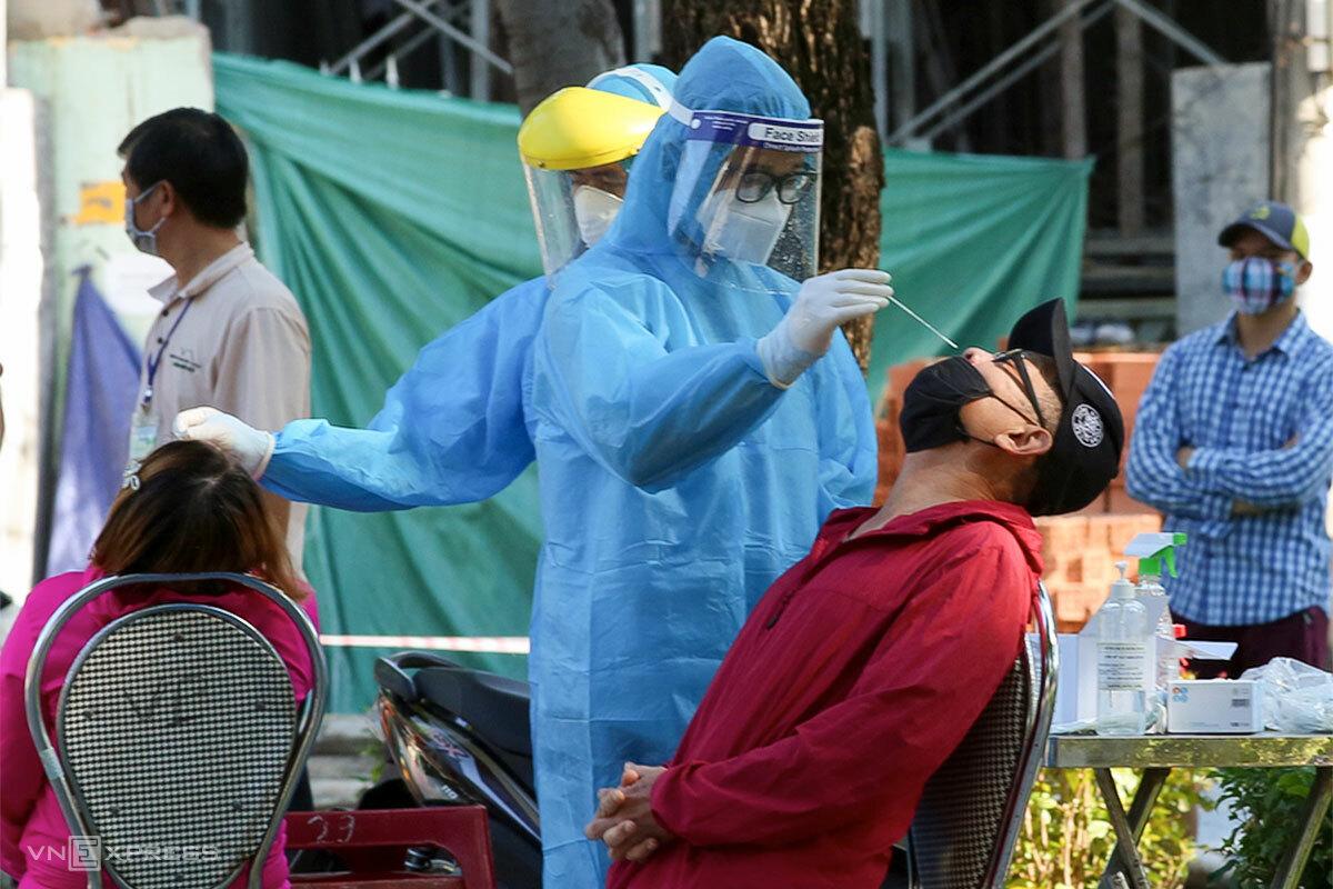Đà Nẵng đang tập trung xét nghiệm toàn dân lần 3, dự kiến hoàn thành vào 25/8. Ảnh: Nguyễn Đông.