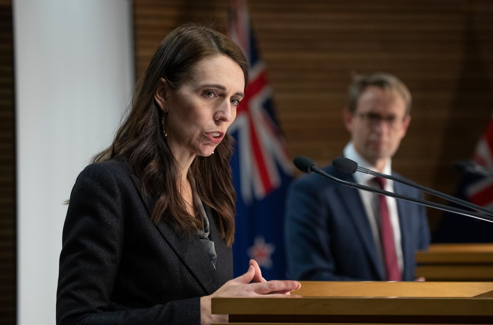 Thủ tướng New Zealand Jacinda Ardern thông báo lộ trình tái mở cửa từng phần vào đầu tháng 8. Ảnh: AAP.
