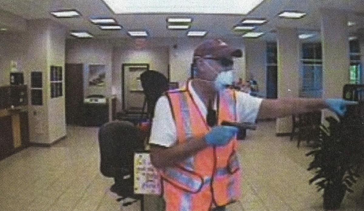 Camera ngân hàng ghi lại hình ảnh Scott Catts trong một vụ cướp ngân hàng giữa năm 2012. Ảnh: Texas Monthly