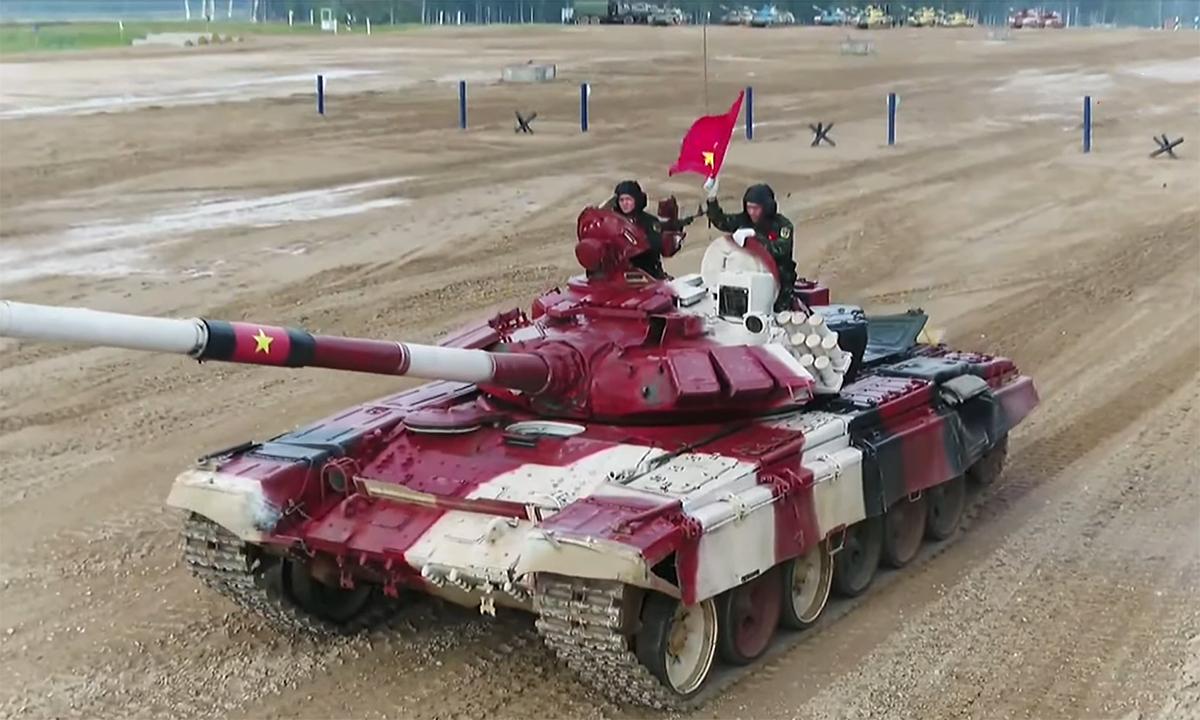 Kíp xe Việt Nam 2 sau khi hoàn thành phần thi ngày 26/8. Ảnh chụp màn hình kênh Zvezda.