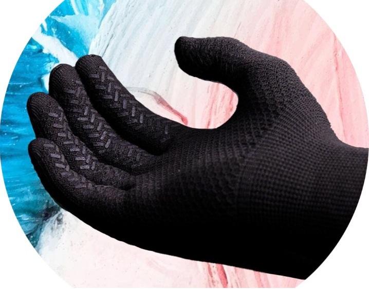 Găng tay kháng khuẩn do nhóm khởi nghiệp sáng chế có thể tiêu diệt vi khuẩn, ngăn xâm nhập Covid-19. Ảnh: Nhóm cung cấp