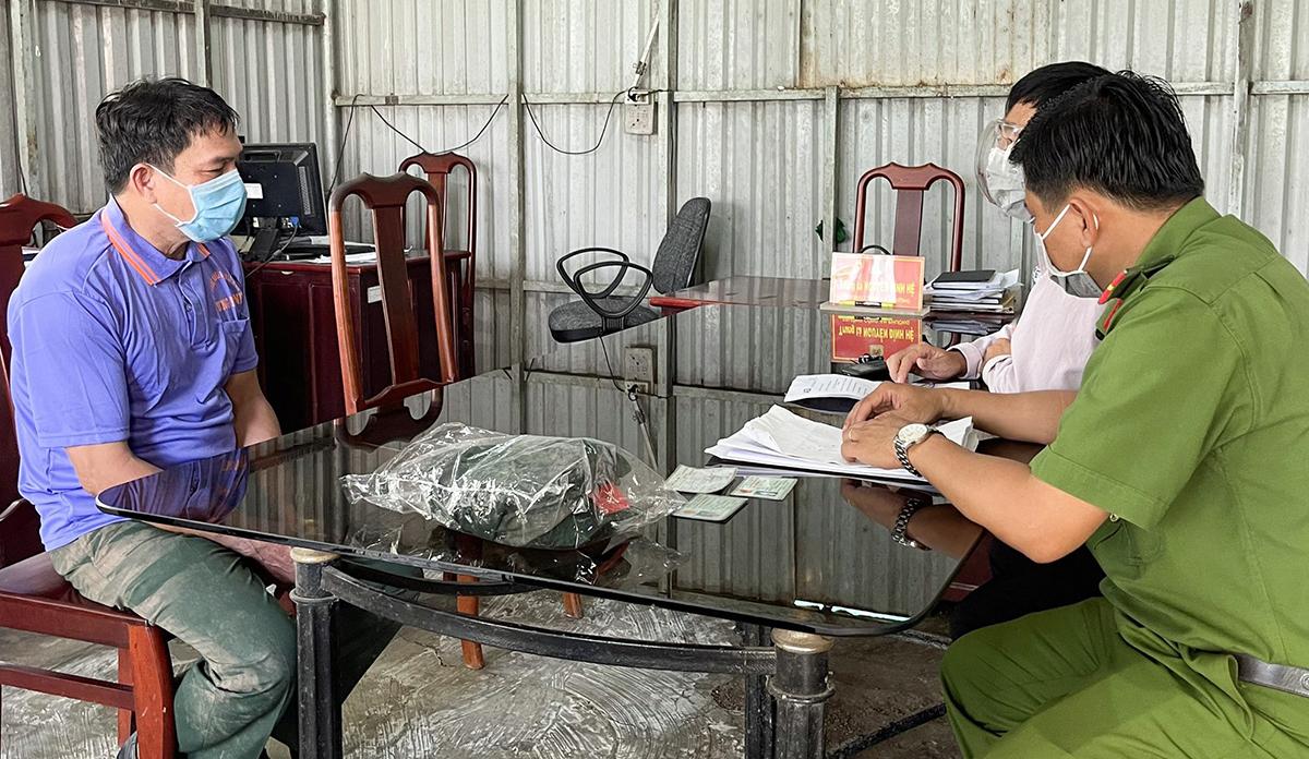 Nguyễn Văn Lai tại cơ quan công an. Ảnh: Công an cung cấp