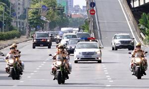 Cảnh sát bảo vệ an ninh cho đoàn xe Phó tổng thống Mỹ