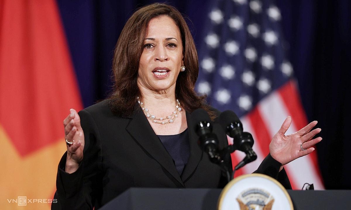 Phó tổng thống Mỹ Kamala Harris trả lời câu hỏi của phóng viên ở Hà Nội ngày 26/8. Ảnh: Giang Huy.