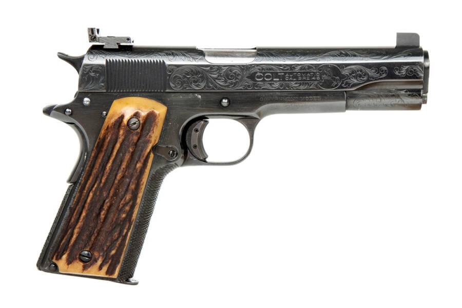Khẩu súng yêu thích của Al Capone, một khẩu súng lục bán tự động năm 1911, cỡ nòng 0,45, dự kiến có giá lên tới 150.000 USD. Ảnh: allthatsinteresting