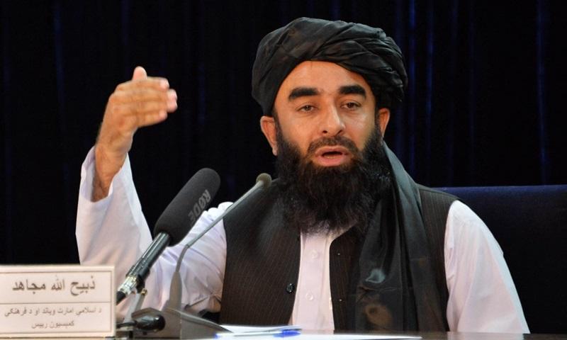 Phát ngôn viên Taliban Zabihullah Mujahid tại cuộc họp báo ở Kabul hôm 24/8. Ảnh: AFP.
