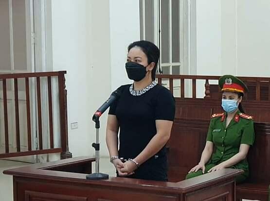 Đỗ Thu Hà tại phiên xét xử sáng 27/8. Ảnh: Song Minh