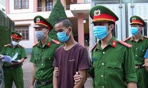 Bốn người bị bắt vì ném đá vào công an