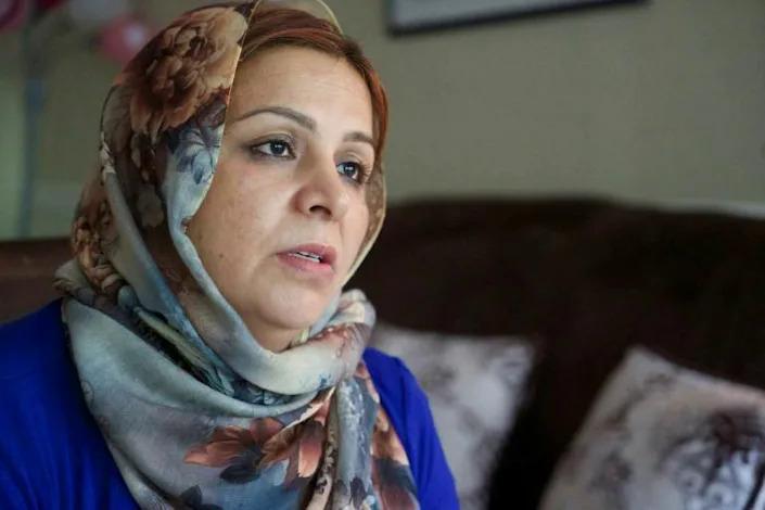 Masuda Stanekzi, một người tị nạn Afghanistan tới Mỹ năm 2017 cùng chồng con, tâm sự về quá trình thích nghi với cuộc sống mới ở Mỹ. Ảnh: AFP