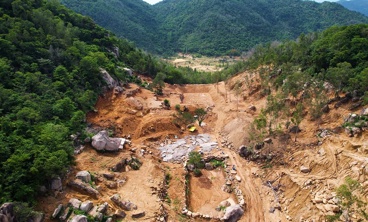 Khu vực rừng phòng hộ ở núi Thị Vải bị Minh san gạt, tạo hồ trái phép. Ảnh: Khá Nguyễn