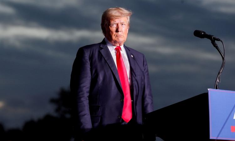 Cựu tổng thống Mỹ Trump tại một cuộc mít tinh ở Sarasota, Florida, hôm 3/7. Ảnh: Reuters.