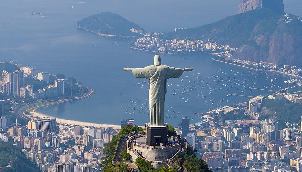 Khung cảnh hành phố Rio de Janeiro và vịnh Guanabara nhìn từ tượng Chúa. Ảnh: AirPano