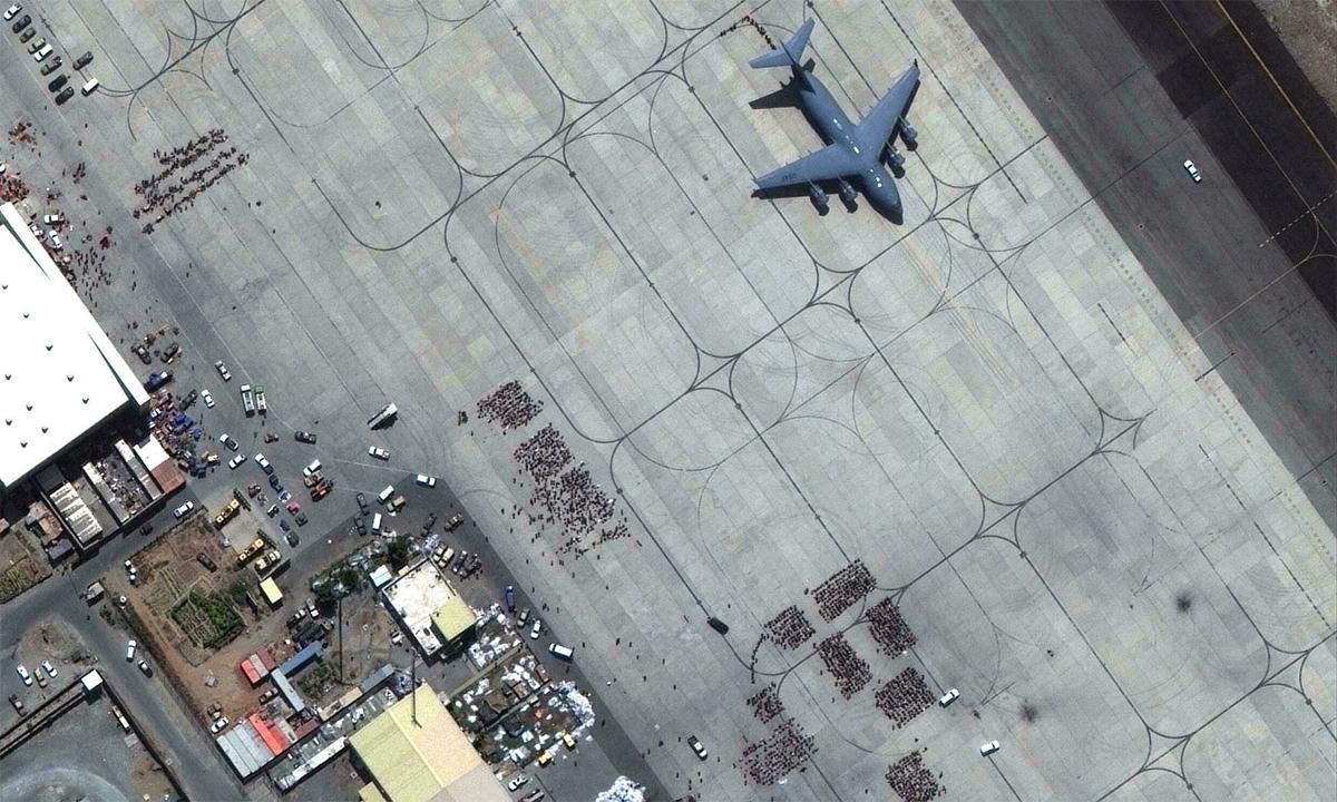 Khuôn viên sân bay Hamid Karzai ở thủ đô Kabul của Afghanistan ngày 23/8. Ảnh: Maxar.
