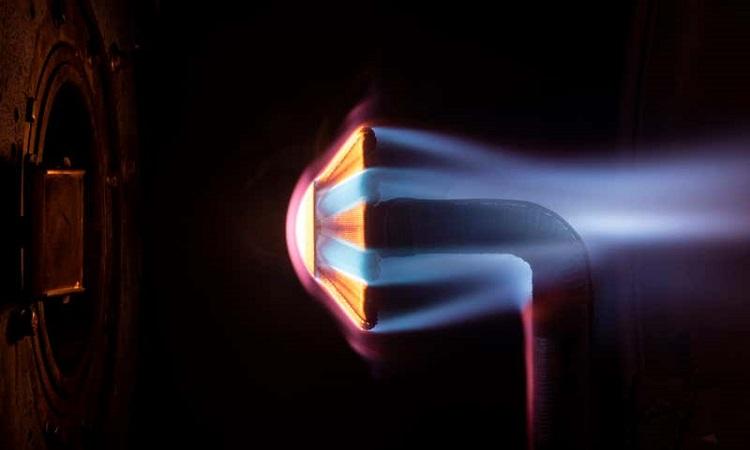 Tấm chắn nhiệt chế tạo từ vật liệu Spiderweave. Ảnh: Patrick Viruel/NASA