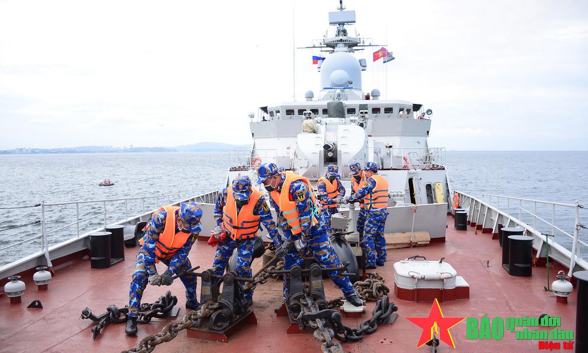 Kíp tàu 016 Quang Trung thi nội dung Kỹ năng hàng hải hôm 26/8. Ảnh: QĐND.