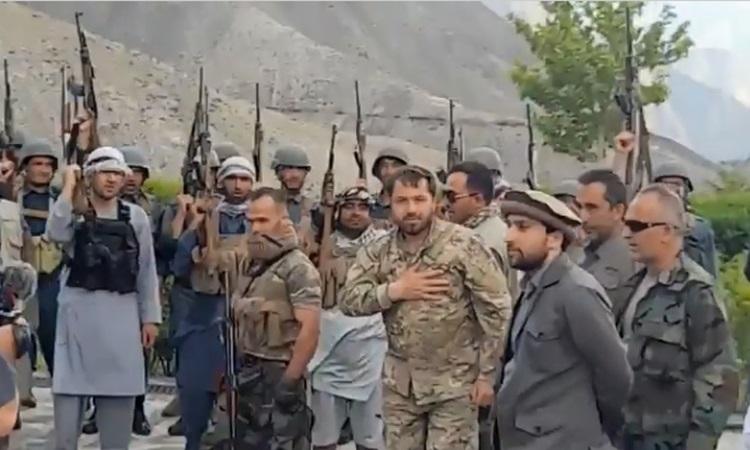 Nhóm kháng chiến chống Taliban tại Afghanistan Mặt trận Kháng chiến Quốc gia  ở tỉnh Panjshir, đông bắc Afghanistan. Ảnh chụp màn hình Ny Post.