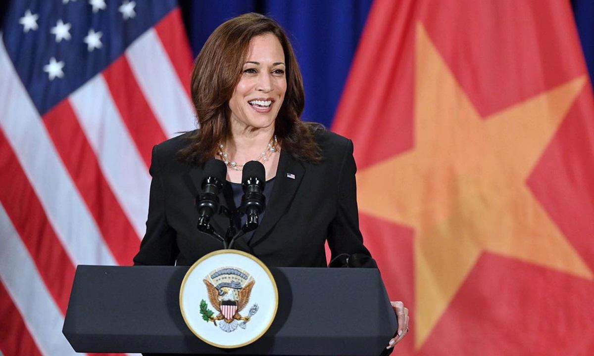 Phó tổng thống Mỹ Kamala Harris tại họp báo ở Hà Nội ngày 26/8. Ảnh: Giang Huy.