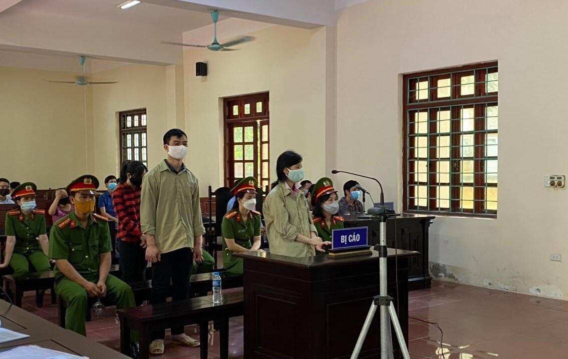 Các bị cáo tại tòa ngày 30/8. Ảnh: Song Minh.