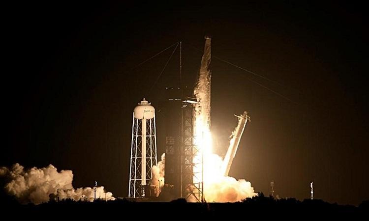 Tàu Dragon phóng từ Trung tâm vũ trụ Kennedy. Ảnh: CBS