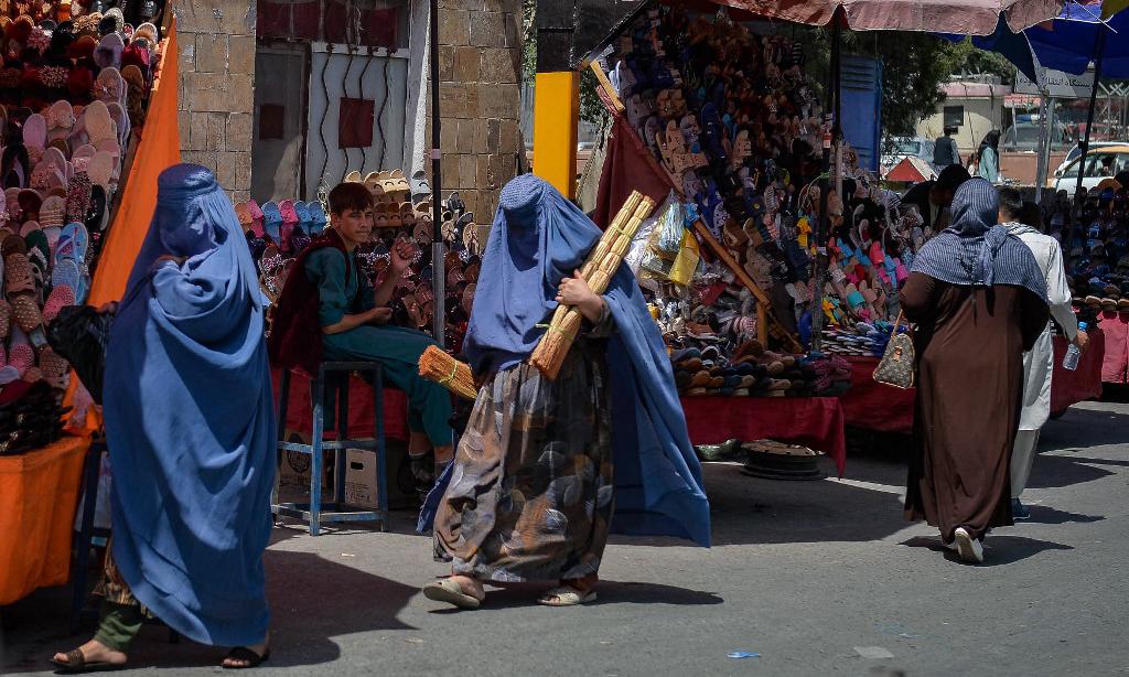 Một khu chợ ở Kabul, Afghanistan, sau khi Taliban tiếp quản thành phố hôm 23/8. Ảnh: AFP.