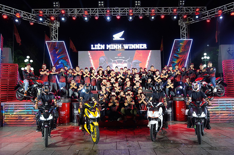 Các thành viên Liên minh Winner trong một sự kiện do Honda Việt Nam tổ chức.