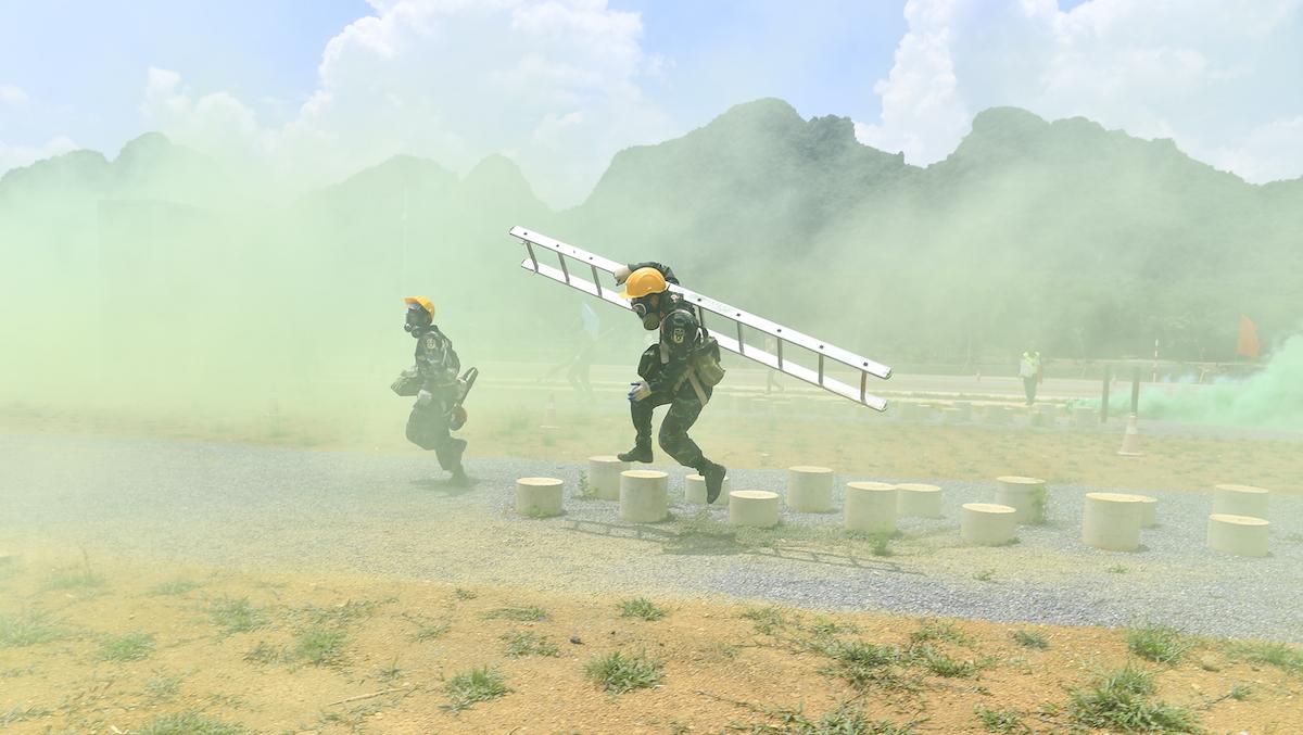 Đội tuyển Việt Nam thi đấu nội dung Vùng tai nạn. Ảnh: Hoàng Phong