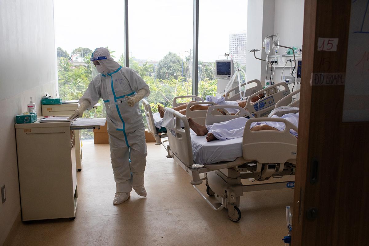 Bệnh nhân nặng điều trị tại Bệnh viện hồi sức Covid-19 TP HCM (TP Thủ Đức), ngày 19/7. Ảnh: Thành Nguyễn
