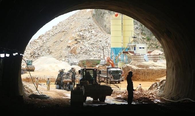 Thi công hầm Tam Điệp trên cao tốc Mai Sơn - Quốc lộ 45. Ảnh: Lê Hoàng.