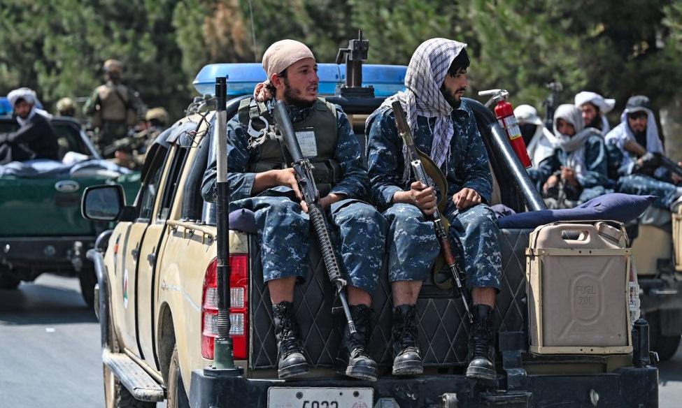 Các tay súng Taliban tuần tra đường phố Kabul hôm 29/8. Ảnh: AFP.