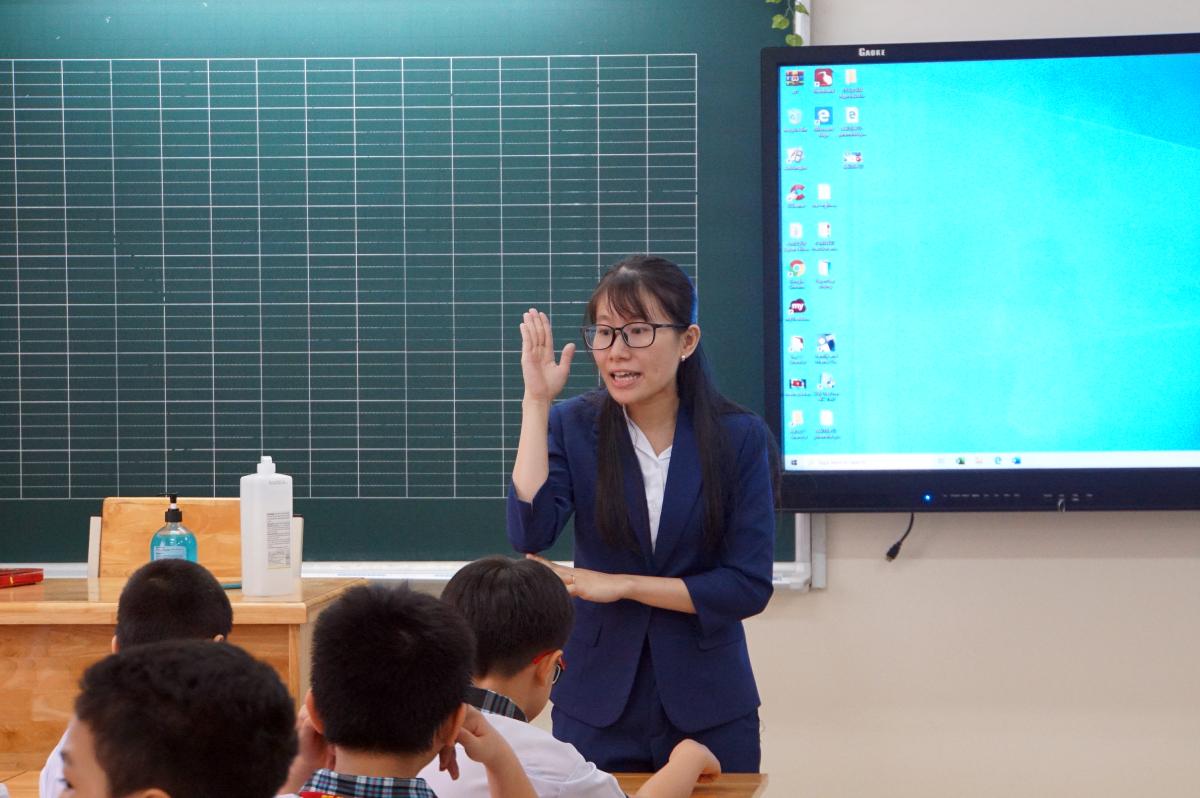 Giáo viên trường Tiểu học Lê Đức Thọ, quận Gò Vấp trong một tiết dạy tháng 4/2020. Ảnh: Mạnh Tùng
