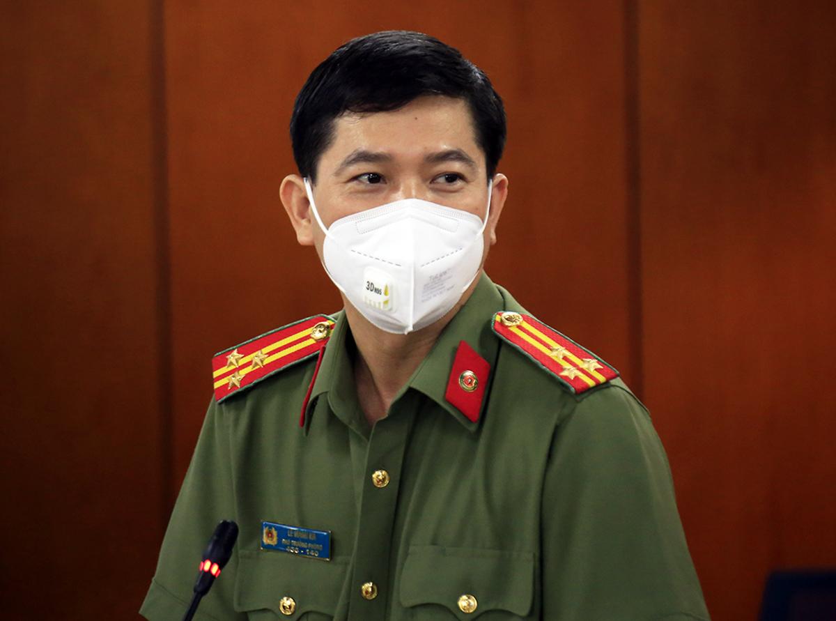 Thượng tá Lê Mạnh Hà, Phó phòng Tham mưu, Công an TP HCM tại buổi họp báo chiều 31/8. Ảnh: Hữu Công