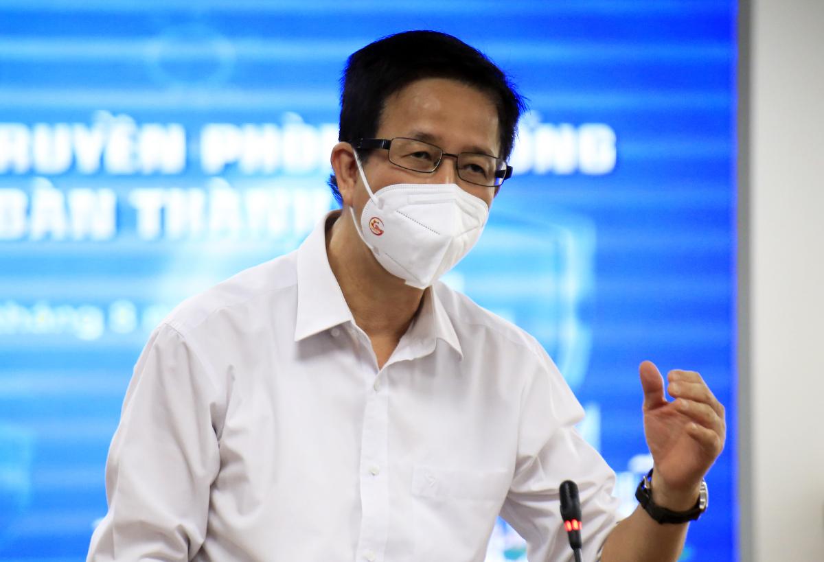 Phó ban chỉ đạo phòng chống Covid-19 TP HCM Phạm Đức Hải tại buổi họp báo, chiều 30/8. Ảnh: Hữu Công