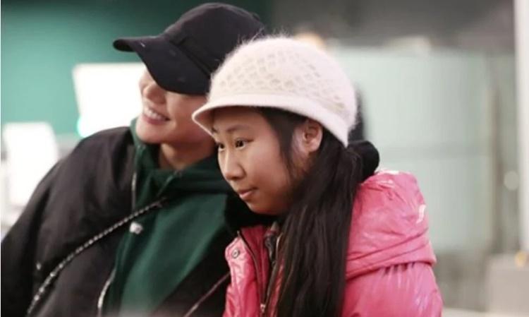 Gong Yuwen, nổi tiếng với biệt danh Diva Hồng Kiều chụp ảnh cũng nữ diễn viên Mã Tư Thuần. Ảnh: CFP.