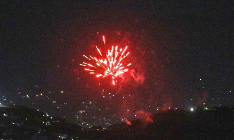 Bầu trời Kabul sáng rực khi Taliban nổ súng ăn mừng Mỹ rút quân. Ảnh: AFP.