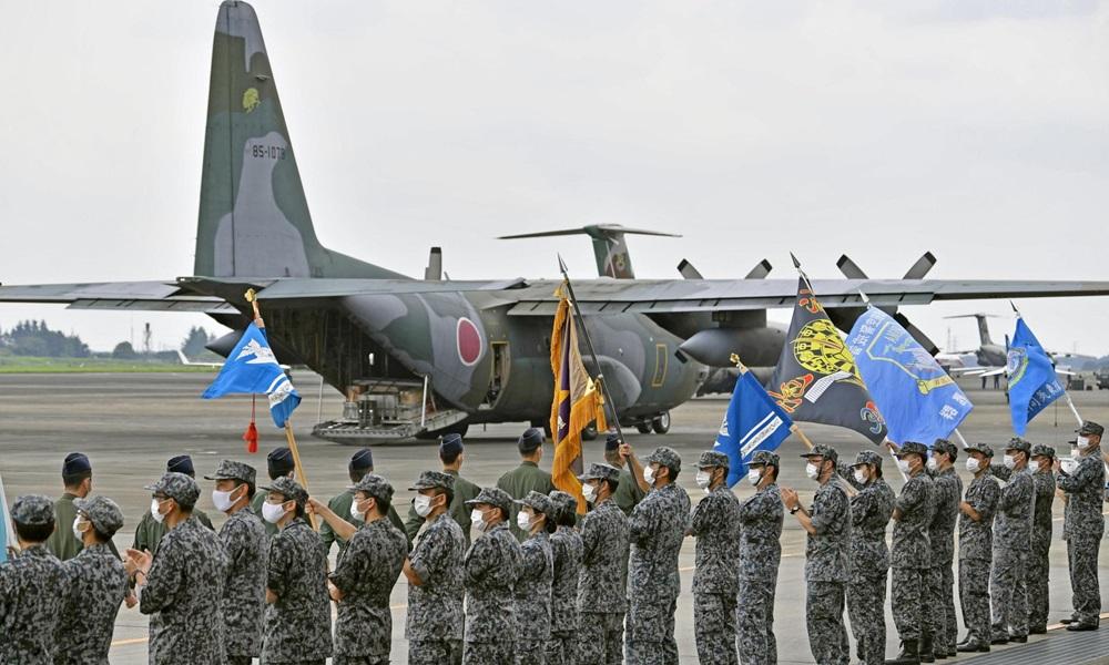 Vận tải cơ C-130 của Lực lượng Phòng vệ Trên không Nhật Bản trước khi lên đường tới Afghanistan ngày 24/8. Ảnh: Kyodo.