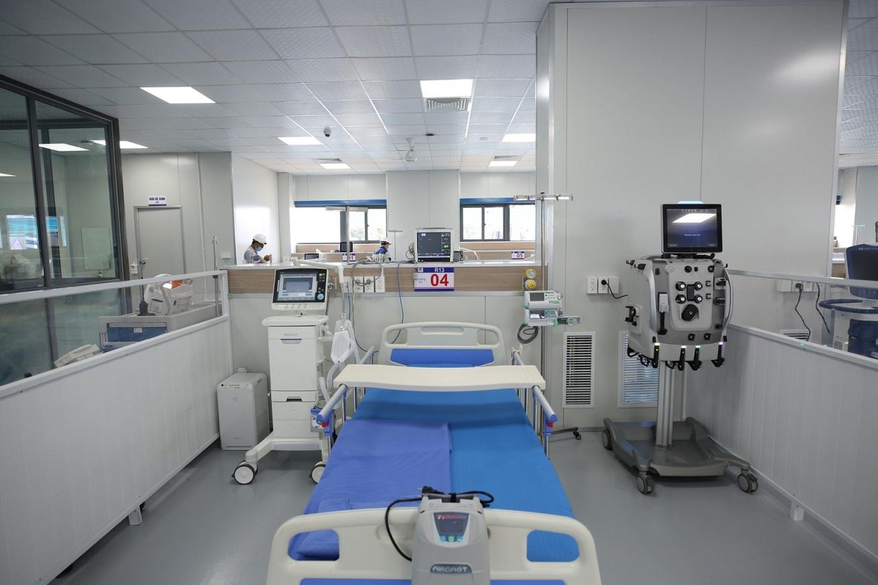 Giường bệnh trang bị thiết bị hiện đại.