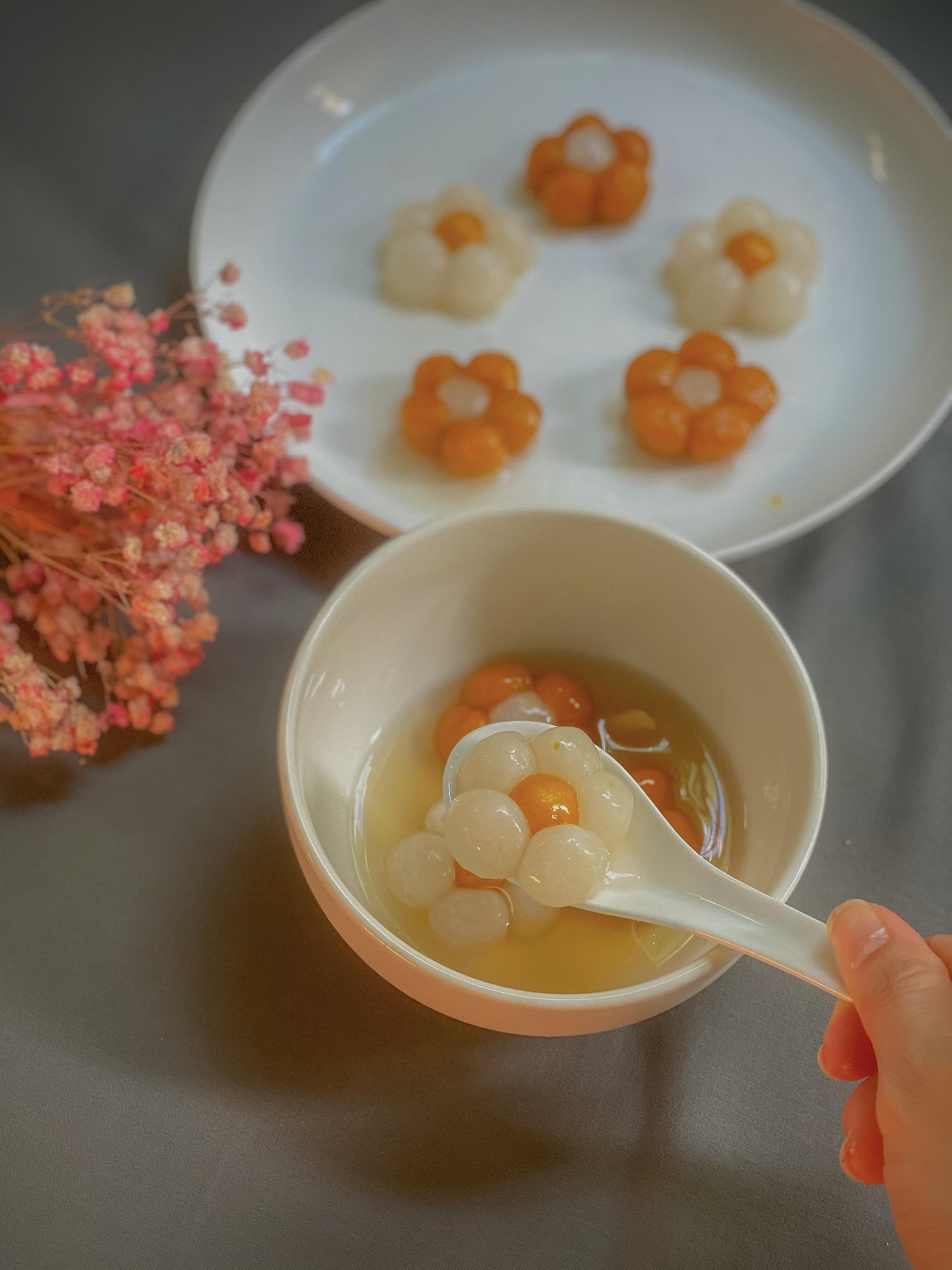 Nấu chè bột lọc đậu phộng phiên bản hoa cúc