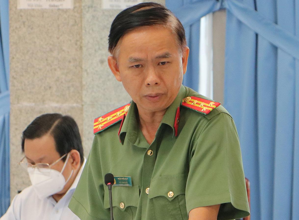 Đại tá Trần Tiến Đạt thông tin về hành vi của Hải sáng 1/9. Ảnh: Phước Tuấn