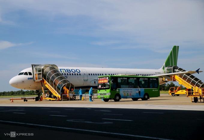 Một chuyến bay của Bamboo Airways đưa người Hà Tĩnh về quê ngày 8/8. Ảnh: Đức Hùng.